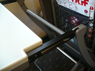 N700系グリーン車背面テーブルスライド3